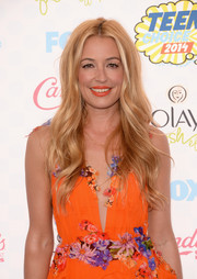 Cat Deeley looked very summery with her beachy waves and floral dress at the Teen Choice Awards.