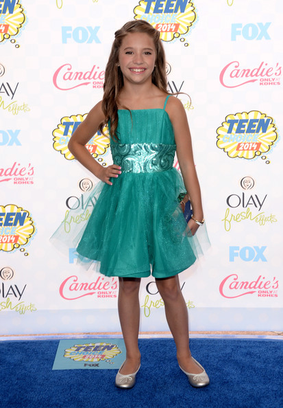 Mackenzie Ziegler completed her outfit with cute silver ballet flats.