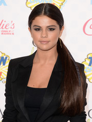 Wearing a center-parted ponytail with her black tux, Selena Gomez was all about sleek sophistication at the Teen Choice Awards.