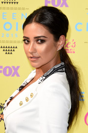 Shay Mitchell proved a ponytail could be sexy with this teased, center-parted 'do she wore to the Teen Choice Awards.