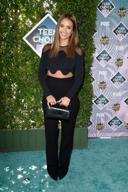 A simple leather purse sealed off Jessica Alba's all-black ensemble.