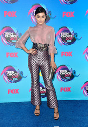 Vanessa Hudgens looked sophisticated in a mauve turtleneck blouse by Reem Acra that she paired with rings by Eva Fehren and Ileana Makri at the 2017 Teen Choice Awards.