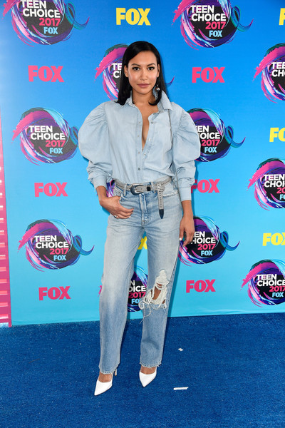 Naya Rivera continued the cool and casual vibe with a pair of torn jeans by Grlfrnd.