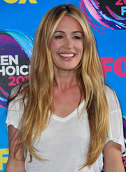 Cat Deeley attended the 2017 Teen Choice Awards wearing a textured center-parted hairstyle.