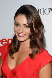 Phoebe Tonkin radiated classic beauty in long curls at Teen Vogue's Young Hollywood Party.