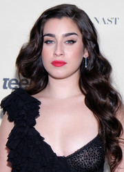 Lauren Jauregui brought a dose of Old Hollywood glamour to the Teen Vogue Summit with this long wavy 'do.