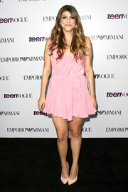 Molly Tarlov avoided a too-frilly look by pairing simple nude pumps with her dress.