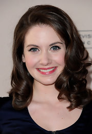 Alison Brie looked naturally beautiful at this Hollywood event. Her simple makeup and loose bouncy curls were the perfect fit for the budding star.