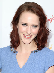 Rachel Brosnahan wore her hair down to her shoulders with bouncy waves during the cocktail reception celebrating the 67th Emmys.