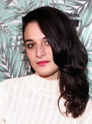 Jenny Slate looked ultra feminine wearing this curly side sweep at the Women in Film pre-Oscar cocktail party.