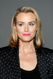 Taylor Schilling finished off her makeup with bright pink lipstick.