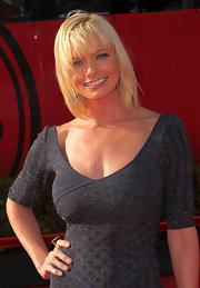Actress Jaime Pressly kept her hair chic and straight at the ESPY Awards.