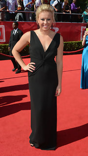 Jessica was a knockout at the ESPY Awards in a deep-V cut floor length gown.