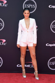 Liz Hernandez showed off an eyeful of leg in a white short suit at the 2017 ESPYs.