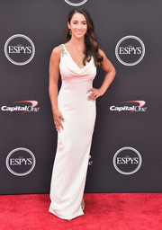 Aly Raisman was the picture of elegance in a white cowl-neck column dress at the 2018 ESPYS.