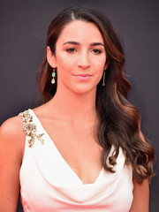Aly Raisman looked glamorous with her long wavy hairstyle at the 2018 ESPYS.