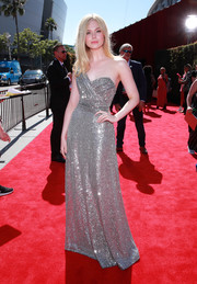 Elle Fanning looked downright dazzling in a fully sequined one-shoulder gown at the 2019 ESPYs.