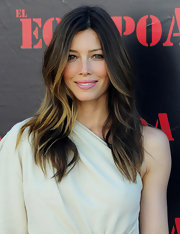 Jessica Biel perfected the pink pout at the 'A-Team' premiere. The soft sweet color added the perfect hue to her white ensemble.