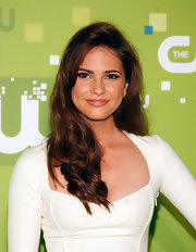 Shelly Hennig styled her hair in soft curls for the CW Network Upfront event.