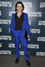 No one can rock a pantsuit quite like a Frenchwoman. Juliette Binoche wowed the crowd in this royal blue ensemble at the Paris premiere of 'The Descendents.'