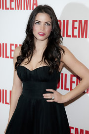 Jenna framed her face with long brunette curls at the premiere of 'The Dilemma'.