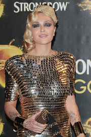 Paola Barale piled on the gold accessories, including a gold tube clutch. It was, after all, the Gold Experience event.