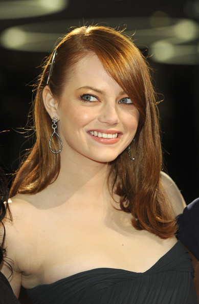 More Pics of Emma Stone Dangling Diamond Earrings (1 of 2) - Emma Stone Lookbook - StyleBistro