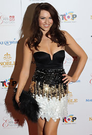 Zoe Salmon looked smashing in her black corset top and shimmering skirt. She completed her look with a fabulous feathered clutch and a perfect smile.