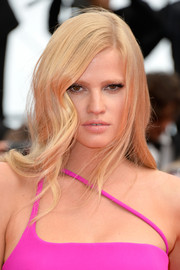 Lara Stone looked gorgeous with her face-framing side-parted hairstyle at the premiere of 'The Search.'