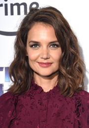 Katie Holmes framed her pretty face with this wavy 'do for the premiere of 'The Tick.'