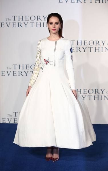 Felicity Jones polished off her head-turning attire with a pair of metallic pink pumps, also by Christian Dior.