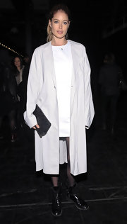Doutzen Kroes kept her look super simple at the Theyskens' Theory runway show with a long white trench coat.