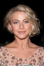 A classic nude lip gave Julianne Hough a soft and feminine look to match the star's glowing skin.