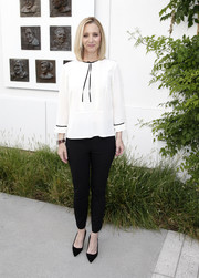 Lisa Kudrow kept it simple in a loose white blouse teamed with black skinnies at the 'Who Do You Think You Are?' FYC event.