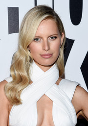 Karolina Kurkova attended Fashion Rocks 2014 wearing the most perfectly sculpted waves.