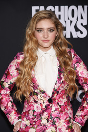 Willow Shields dripped sweetness with this long wavy 'do teamed with a floral suit during Fashion Rocks 2014.