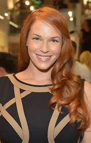 To keep her look fresh and radiant, Amanda Righetti opted for a nude lip.