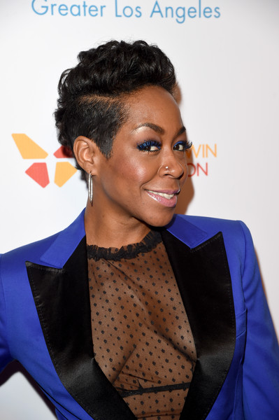 Tichina Arnold Fauxhawk [hair,hairstyle,face,beauty,electric blue,forehead,formal wear,black hair,smile,lip,greater los angeles,the beverly hilton hotel,beverly hills,california,greater los angeles honors,make-a-wish,michael rosenfeld,oscar de la hoya,tichina arnold,tom mone]