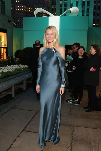 More Pics of Gwyneth Paltrow Long Straight Cut (1 of 24) - Long Straight Cut Lookbook - StyleBistro