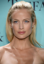 Carolyn Murphy dabbed just a bit of rosy pink lipstick on her pout.