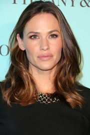 Jennifer Garner finished off her look with a subtle pink lip.