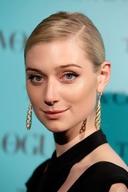 Elizabeth Debicki topped off her super stunning red carpet look with a slicked back low bun.
