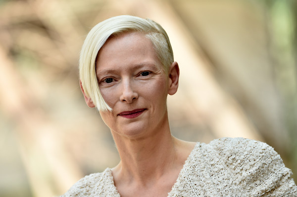 Tilda Swinton Short Side Part [photo,haute couture fall,chanel haute couture fall,face,hair,skin,photograph,blond,beauty,head,lip,hairstyle,lady,tilda swinton,part,paris,chanel,paris fashion week,show,haute couture paris fashion week]