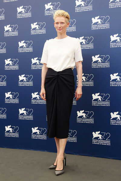 Tilda Swinton T-Shirt [clothing,cobalt blue,blue,pencil skirt,shoulder,fashion,electric blue,dress,footwear,joint,tilda swinton,photocall,venice,italy,palazzo del casino,a bigger splash,venice film festival,photocall - 72nd]