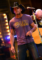 "Tim McGraw showed his loyalty with a vintage sports t-shirt while performing at ""Good Morning America."""