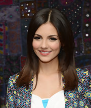 Victoria Justice chose a pink lip with just a hint of a coral undertone to top off her sleek and mature style.