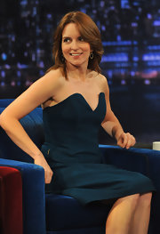 Tina Fey looked sharp and sophisticated on 'Late Night with Jimmy Fallon' with these leaf-shaped earrings embellished with black diamonds.