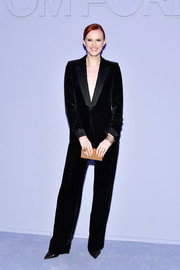 Karen Elson styled her suit with a textured gold box clutch.