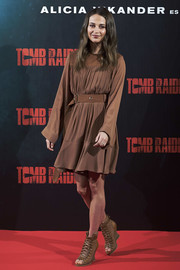 Alicia Vikander kept it low-key in a long-sleeve brown peasant dress by Chloé at the 'Tomb Raider' photocall in Madrid.