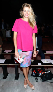 Jessica Hart's multicolored pencil skirt and magenta blouse looked flawless together.